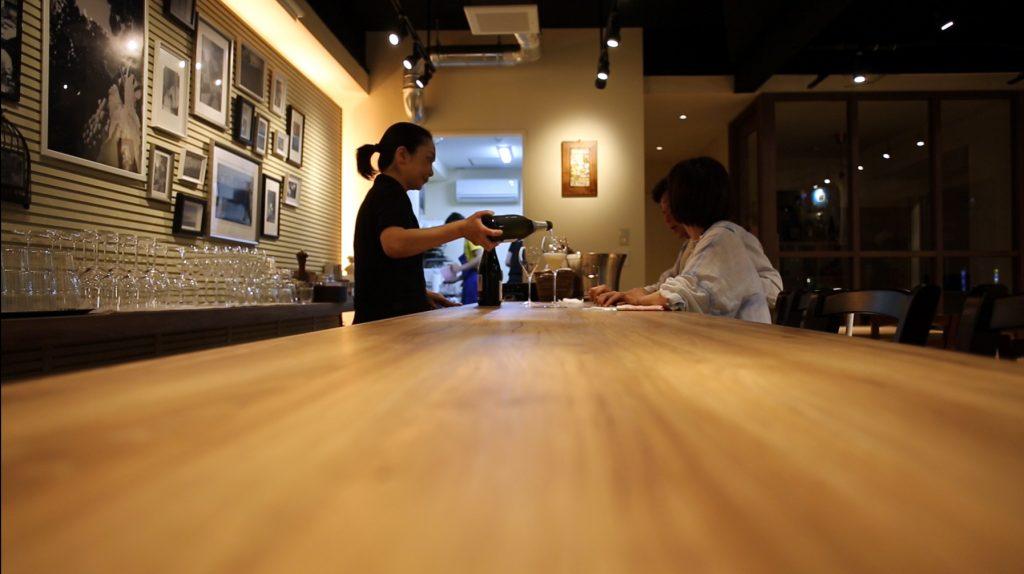 大阪梅田で気軽に1人飲みができるワインバーを探している方へ